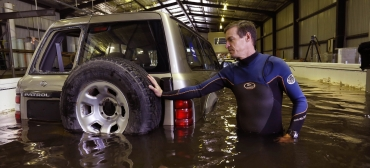 2016 Grantley Smith_Cars in floodwaters