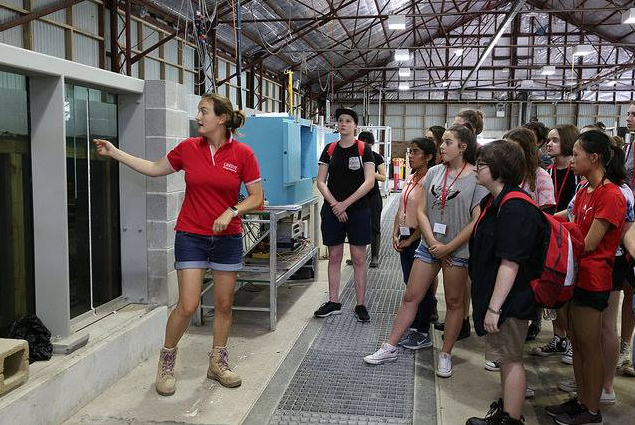 Lecturer Dr. Kristen Splinter discussing reef hydrodynamics with the students in the 1.2 m wave flume